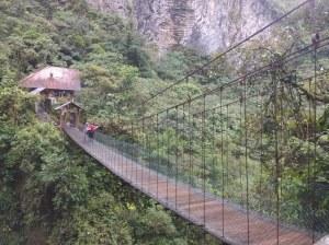 Puente colgante pailon del diablo baños'ecuador