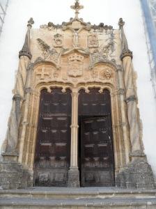 Pórtico manuelino de la Capilla de San Miguel universidad de coimbra
