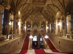 escalera principal parlamento budapest