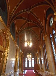 pasillos parlamento budapest