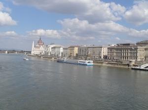 vistas del parlamento desde puente cadenas budapest